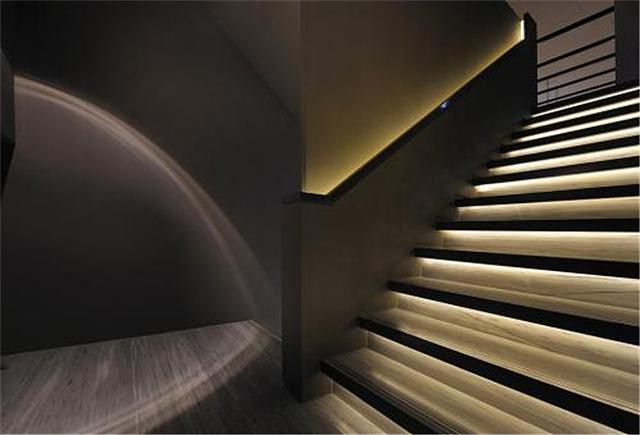 楼梯壁灯安装位置哪里合适 楼梯壁灯安装高度介绍