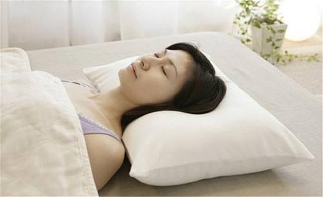生活小常识:不枕枕头对颈椎好吗 不利于颈椎健康
