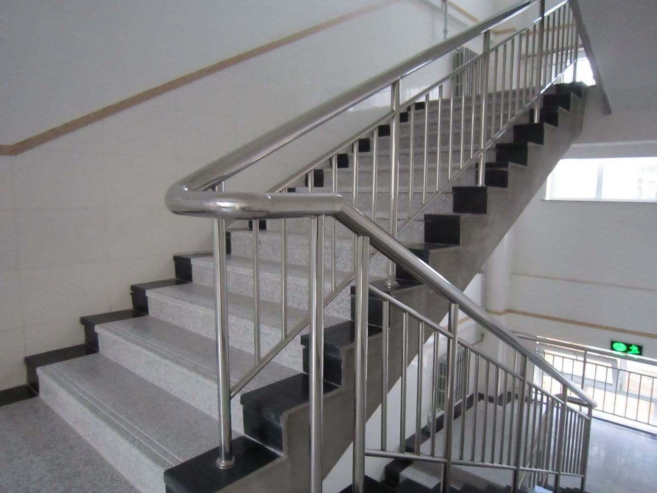不锈钢楼梯扶手多少钱一米