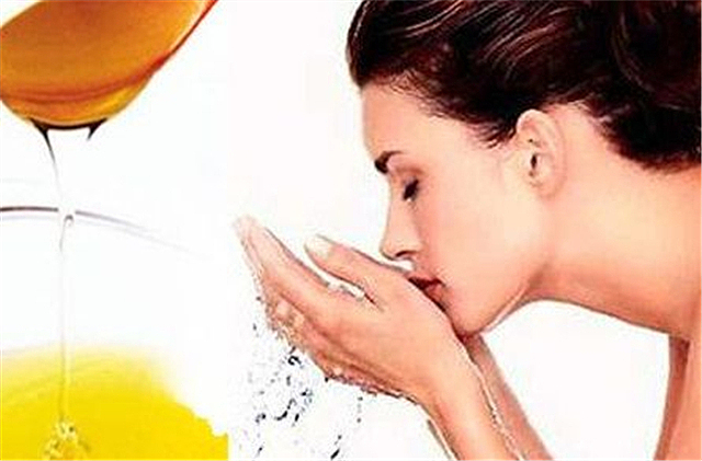 生活小常识:用蜂蜜洗脸好吗 蜂蜜洗脸的好处与坏处
