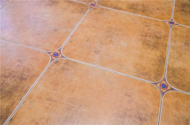 铺什么颜色的地板砖好 地板砖的颜色的选择技巧