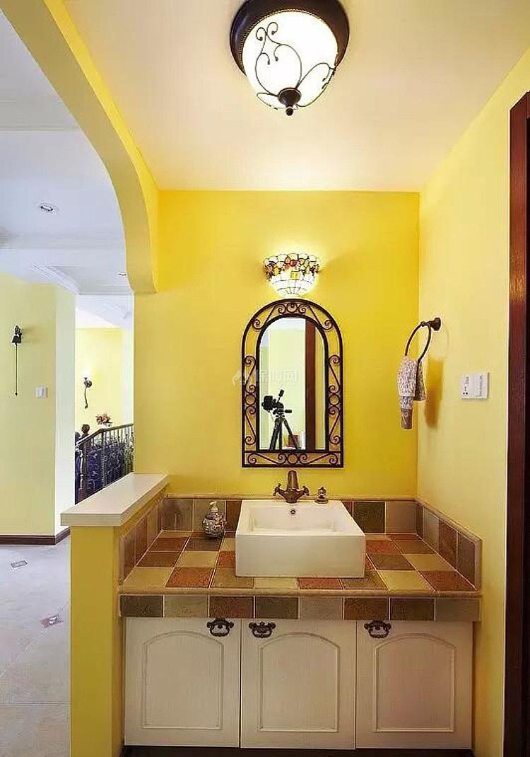 明亮混搭卫生间洗手盆设计