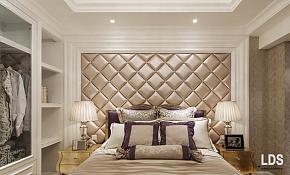 98平简约欧式风格卧室背景墙图