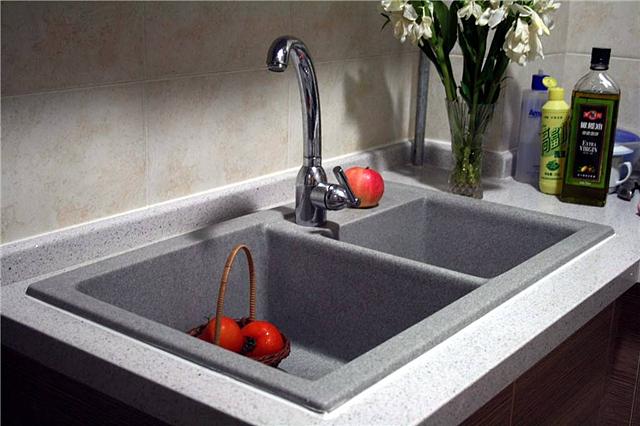 石英石水槽好还是不锈钢水槽好 如何选择厨房水槽材质