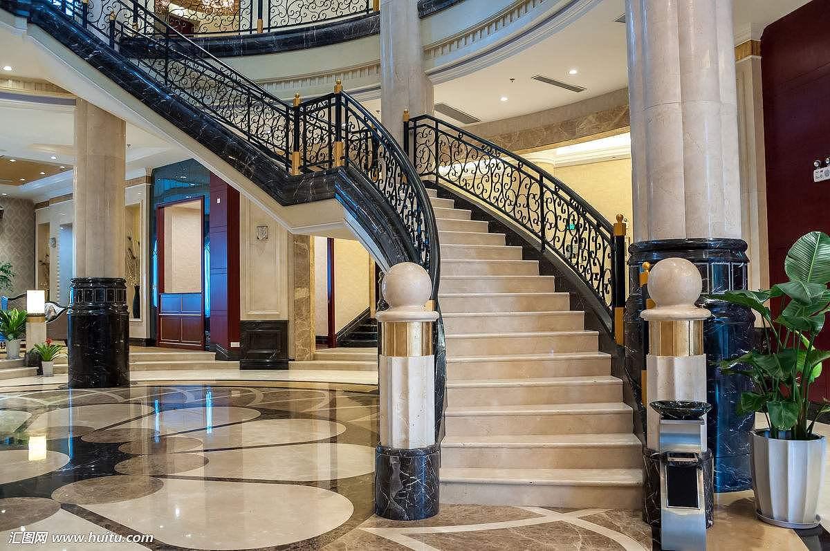 楼梯用大理石好还是瓷砖好