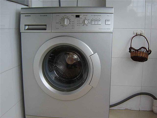 洗衣机突然不通电了是什么原因 洗衣机突然不通电了怎么解决