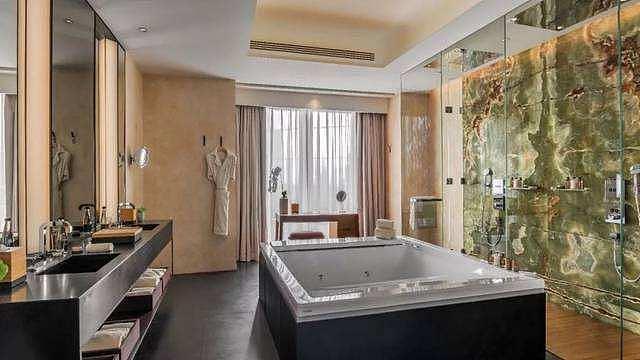 了解按摩浴缸的材质分类与优缺点 选购不被忽悠
