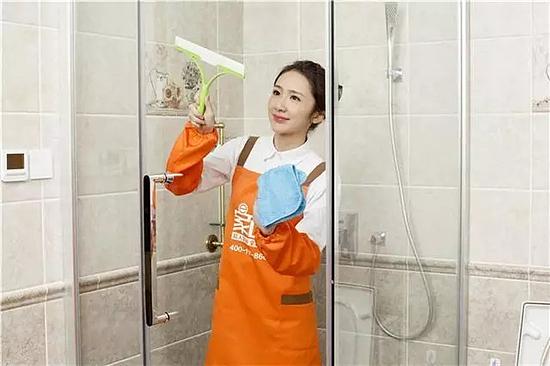 了解这些小技巧 淋浴房玻璃清洗不在难