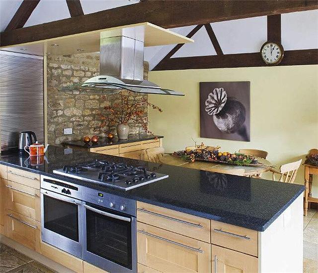 厨房颜色的忌讳 灶台别用黑色