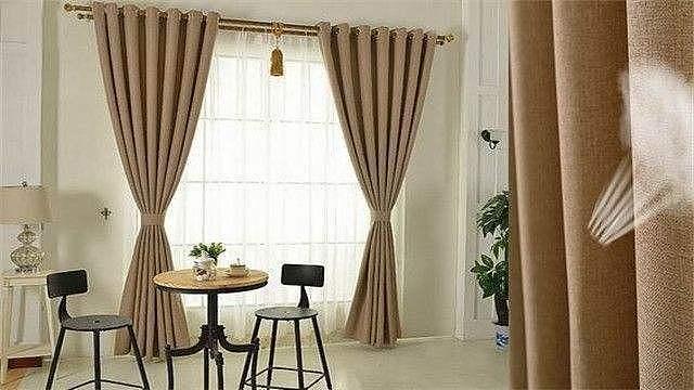 如何选购适合的布艺窗帘?布艺窗帘的清洁方法