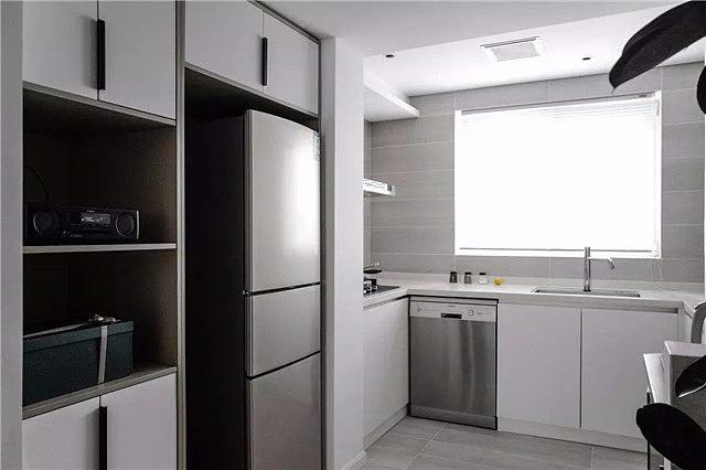 灶台和冰箱靠在一起怎么办
