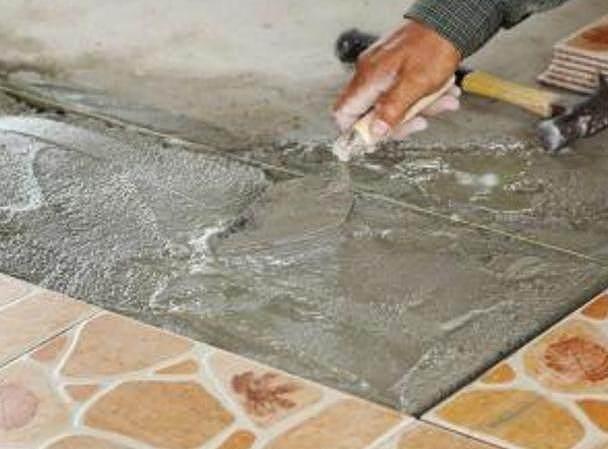 瓷砖铺贴有些人不用水泥 他们都用这材料来黏贴瓷砖