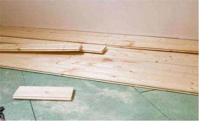 房子改造在瓷砖上直接铺木地板你们见过吗?