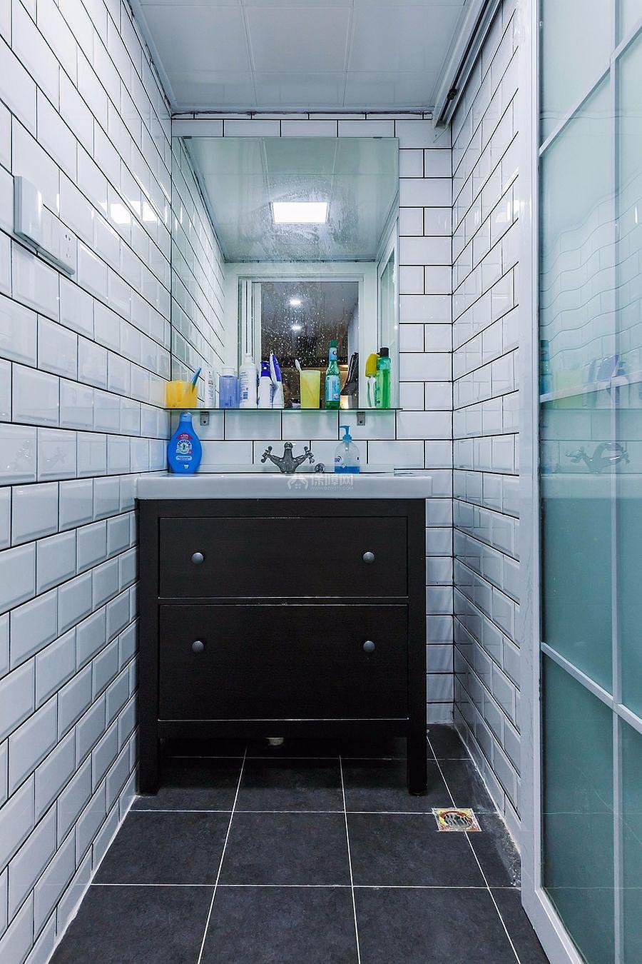 126㎡北欧风三居之卫生间洗手台设计效果图