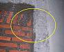 砌墙的时候加一层铁丝网片防抗墙体开裂