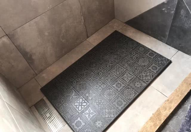 淋浴房铺设新型立体瓷砖防滑又美观