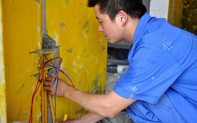 装修工人施工中受伤业主需要负赔偿责任吗