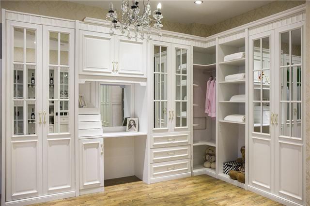 衣柜是买现成的好还是找木工师傅定制的好