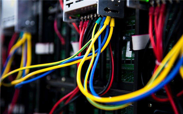 电工接电线的几种施工方法 操作不规范让他重做