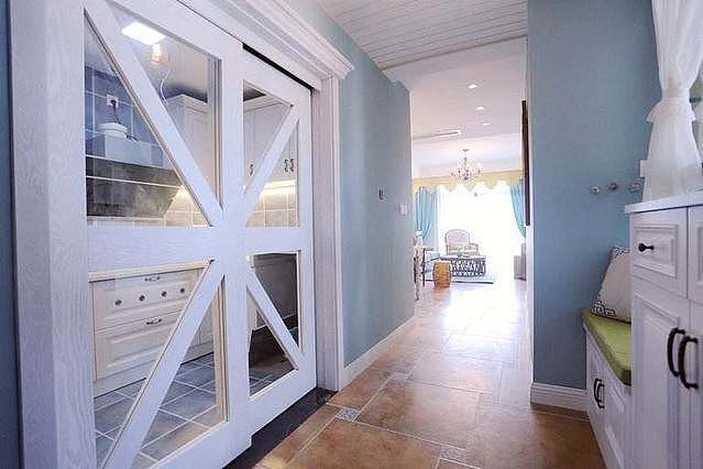 厨房门都使用吊轨门和折叠门 比起推拉门更具实用性