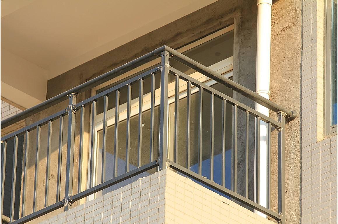 锌钢阳台护栏价格及锌钢阳台护栏厂家介绍