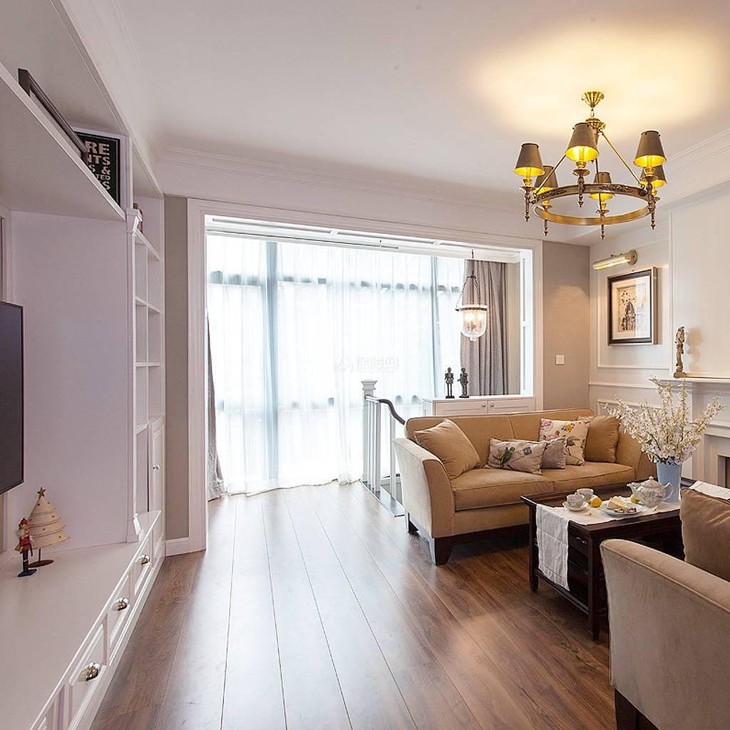 76平美式风复式两居二楼客厅格局设计效果图