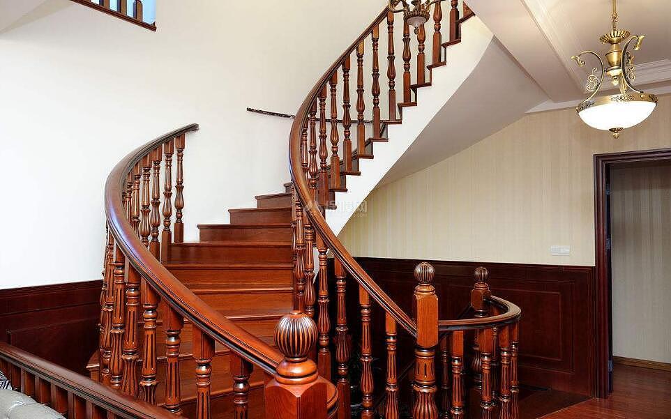 实木楼梯踏步尺寸是多少 实木楼梯踏步厚度是多少