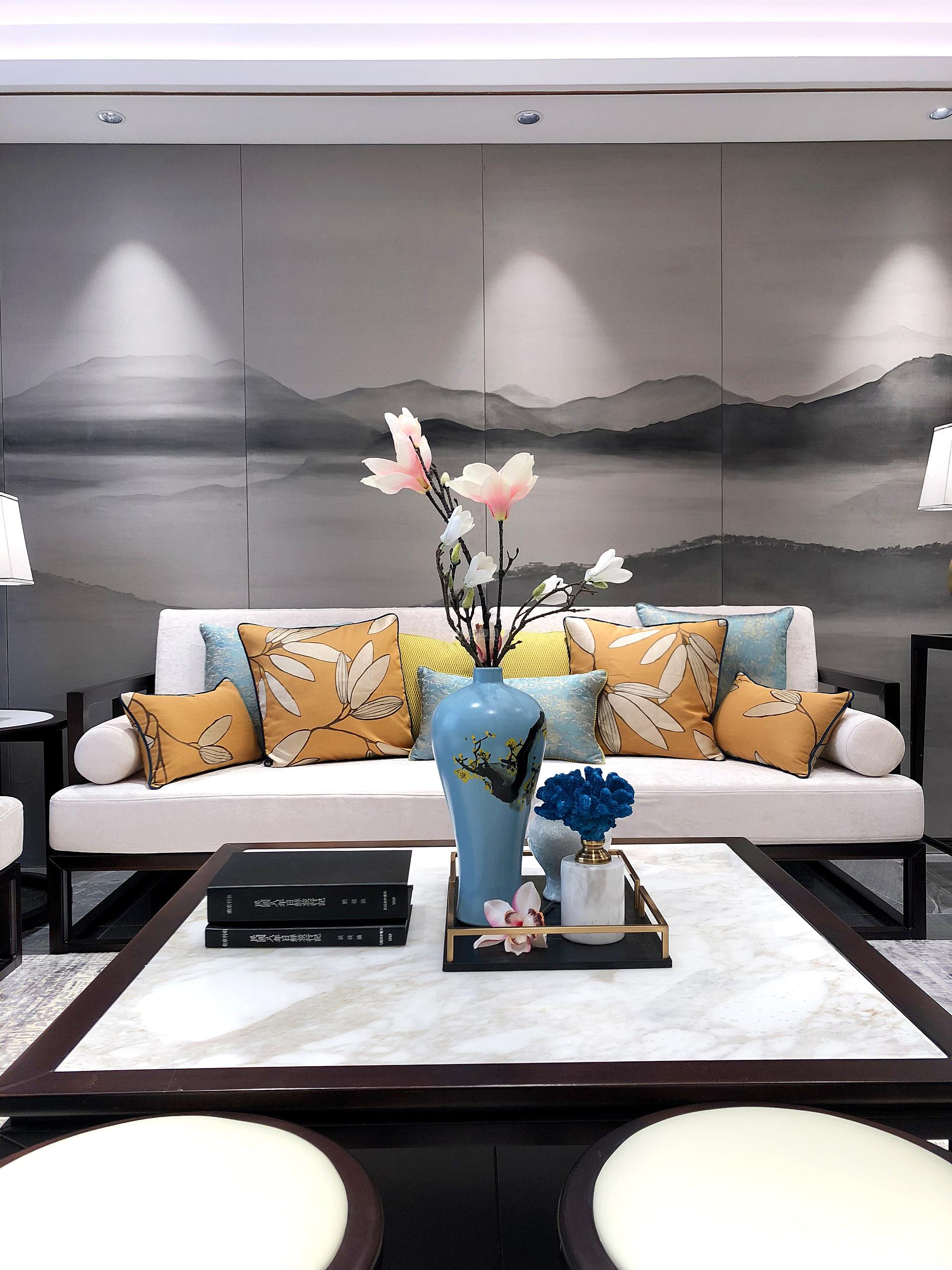110平现代中式三居之沙发背景墙装饰效果图图片