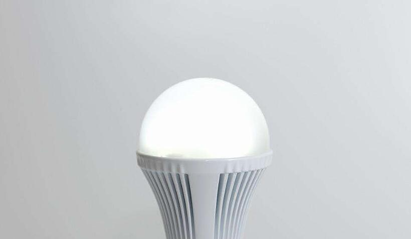 led灯黄光好还是白光好