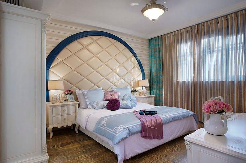 125㎡地中海风格三居之主卧床头软包效果图