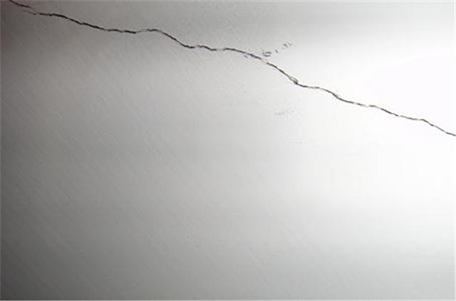 石膏板吊顶裂缝怎么办 石膏板吊顶裂缝原因分析