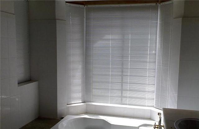 卫生间用什么窗帘好 百叶帘是首选