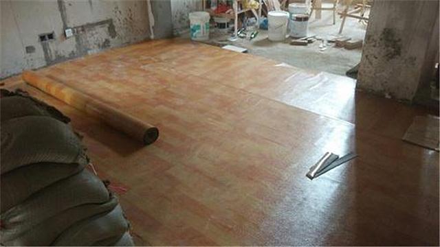 铺地板革用什么胶好 地板革铺设注意事项