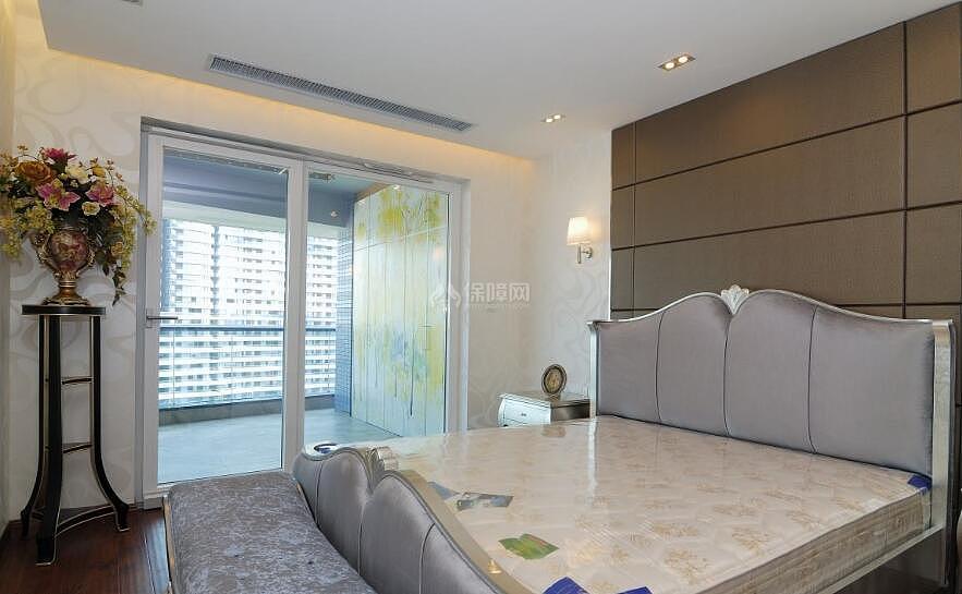 现在家庭的布局多样,功能齐全,许多卧室都自带一个阳台,可以使图片