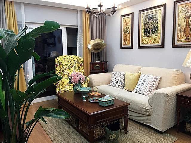 美式风格的客厅设计,墙面酒架太赞了!