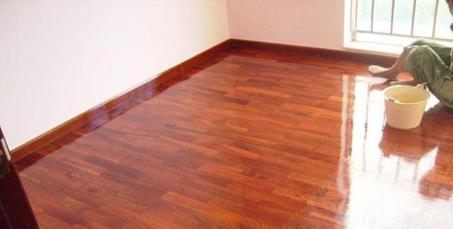 旧地板真的只能翘掉重铺吗?后悔装修前不懂我浪费了一大笔钱!