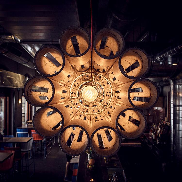 Kolor酒吧餐厅之吧台上方管灯细节图