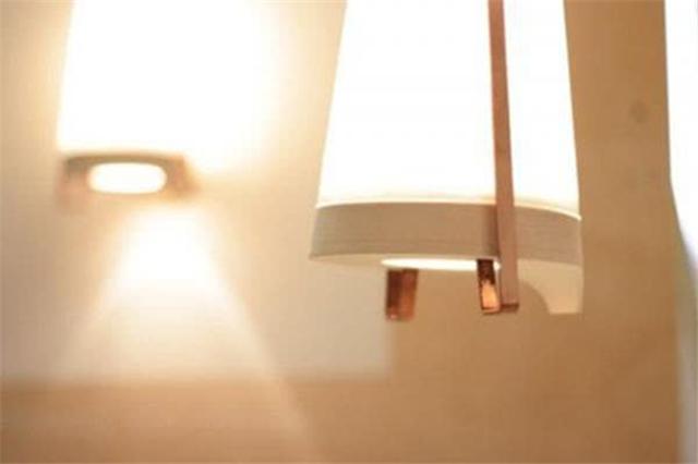 电灯关闭后出现?#20102;?#21644;微光 应?#38376;?#26597;哪些问题