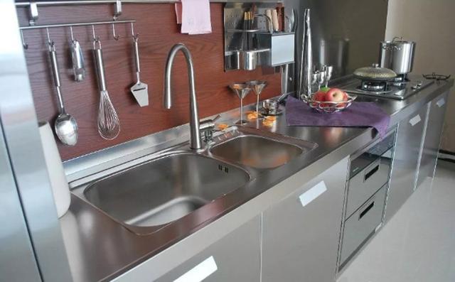 厨房洗菜盆用不锈钢还是白瓷?我更热衷于白瓷