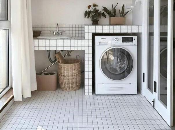 洗衣机工作时震动移位?问题不大,自己动手就能解决
