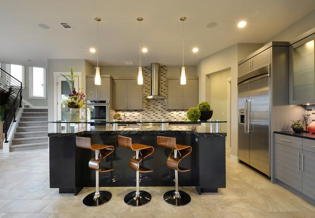 有趣的廚房凳創意:打造一個與眾不同的時尚社交廚房