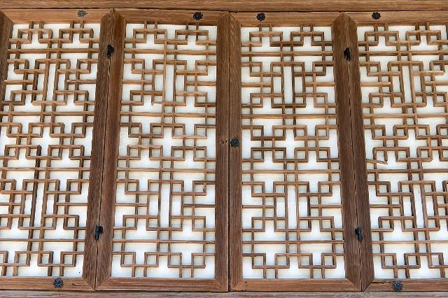古代中式门窗上糊的是纸吗 刮风下雨怎么办