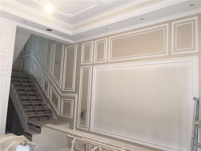 嫌石膏线装饰背景墙太廉价 有钱人都用实木线条代替