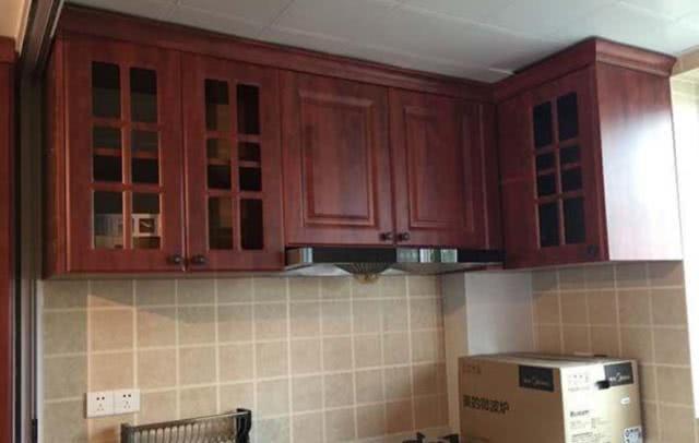 厨房吊柜要紧贴天花板吗 吊柜做到顶不适合所有家庭