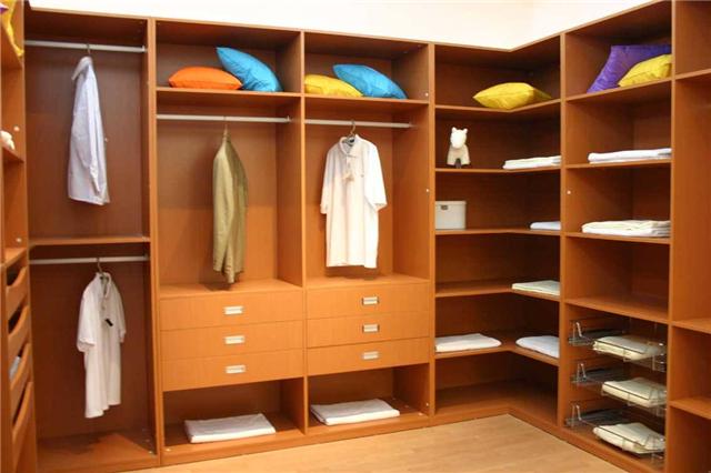 衣柜买成品还是请木工定制 听听过来人的经验吧