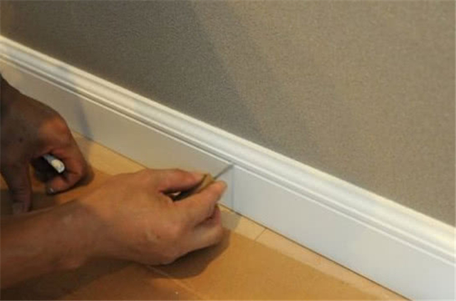 踢脚线要凸出还是与墙面齐平 其实还可以直接刷漆