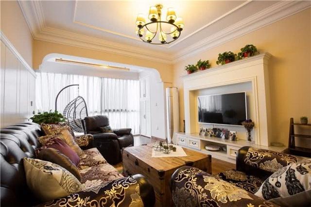 130平美式风格三居室 客厅与阳台打通室内大气亮堂