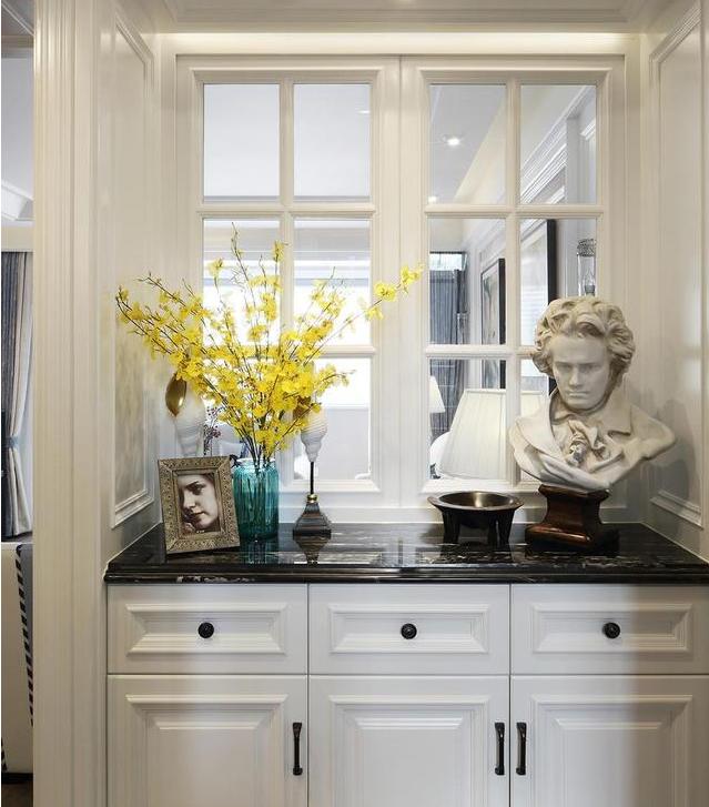 140㎡美式风格三居室装修 玄关装了玻璃窗让家既美观又开阔