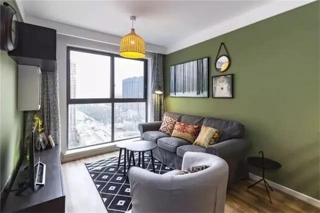 90后夫妇改造二手出租房 在陌生城市有自己的小空间