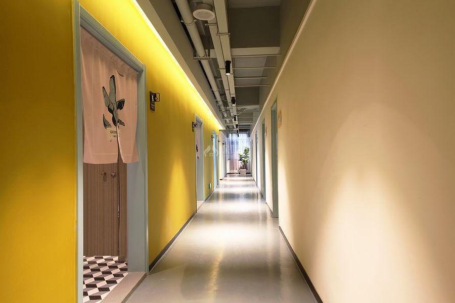 蓝乔青旅酒店之房间走廊装修效果图